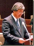 一般質問する小田嶋議員