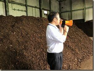 生ごみ減容化施設で久喜宮代衛生組合の職員から説明を受ける