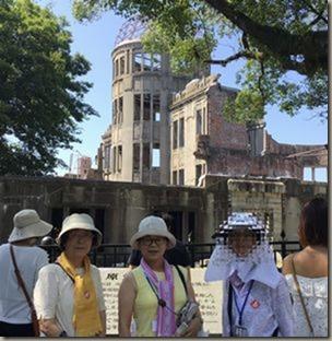 8月4日原爆ドーム前で.